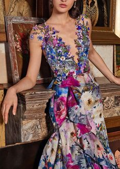 Tweed Rose is your daily fashion and style, giving you the best of fashion glossy and international runways. Fashion 2020, Look Fashion, Spring Fashion, Fashion Trends, Floral Fashion, Daily Fashion, Fashion Ideas, Naeem Khan, Atelier Versace