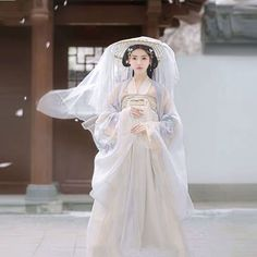 Hanfu (meaning clothing of the Han people) is a name for century traditional clothing of the Han Chinese, which are the predominant ethnic group Hanfu, Traditional Fashion, Traditional Dresses, Mori Girl, Fashion Themes, Fashion Outfits, Dynasty Clothing, Dress Drawing, Chinese Clothing