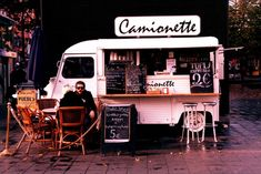 Own a food truck Hy Citroen, Kombi Food Truck, Coffee Food Truck, Mobile Food Trucks, Mobile Cafe, Coffee Van, Food Vans, Meals On Wheels, Food Truck Design