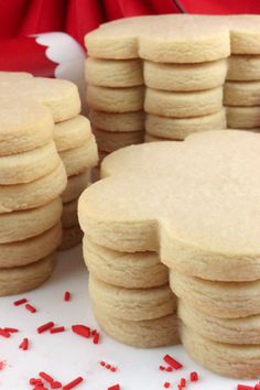 The Best Sugar Cookie Recipe - easy to make, soft, delicious and keeps the shape of the cookie cutter every single time. You family will beg you to make these yummy homemade Sugar Cookies again and ag Homemade Sugar Cookies, Sugar Cookie Recipe Easy, Chewy Sugar Cookies, Rolled Sugar Cookies, Christmas Sugar Cookies, Easy Cookie Recipes, Cookies Et Biscuits, Christmas Desserts, Dessert Recipes