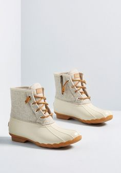 Duck, Duck, Boot in 7 - Don't be caught off guard when drizzles or puddles appear! Suit up in these duck boots by Sperry and fearlessly face the elements. Sperry Boots, Ugg Boots, Shoe Boots, Rain Boots, Ankle Boots, Timberland Stiefel Outfit, Timberland Outfits, Shopping, Shoes