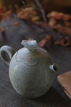 collectorandco: Théière / épouvantail de l'hiver  Found on wishflowers.tumblr.com