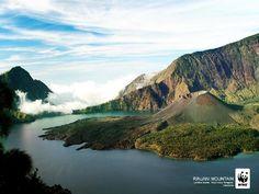 Gunung Rinjani (Mount Rinjani) in Lombok, Indonesia