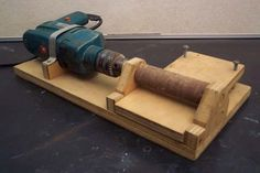 Plank Thicknesser by Steve -- Homemade plank thicknesser constructed from wood and powered by an electric drill. http://www.homemadetools.net/homemade-plank-thicknesser