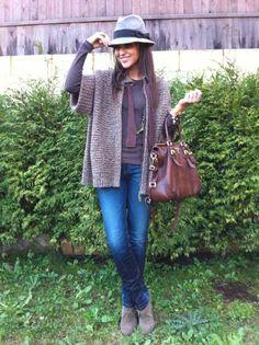 Jeans+Jersey marrón+Abrigo en marrones