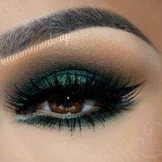 brown eyes, smoky sexy eyes, emerald green eyeshadow &liner with mink lashes Makeup Eye Looks, Beautiful Eye Makeup, Smokey Eye Makeup, Cute Makeup, Glam Makeup, Pretty Makeup, Eyeshadow Makeup, Makeup Inspo, Makeup Inspiration