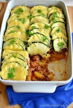 Casserole with minced meat, zucchini and potatoes - Zapiekanki - Makaron Pork Recipes, Snack Recipes, Dinner Recipes, Cooking Recipes, Healthy Recipes, Good Food, Yummy Food, Polish Recipes, What To Cook