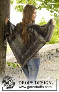 """Knitted DROPS shawl in garter st with domino squares in """"Alpaca"""" and """"Delight"""". ~ DROPS Design"""
