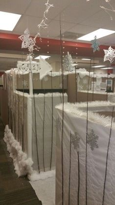 50 Stunning Winter Office Decorations That You Can Easily Make Christmas Cubicle Decorations, Winter Wonderland Decorations, Winter Wonderland Theme, Winter Wonderland Christmas, New Years Decorations, Christmas Door, Christmas Themes, Office Decorations, Winter Holiday