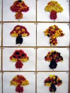 """Mural de bolets fets amb """"boletes"""" de paper de seda dels colors de tardor."""