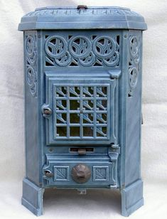enamel french stove Art Deco Furniture, Old Stove, Wood Burner Fireplace, Vintage Stoves, House Heating, Fireplace Mantle, Wood Stove, Bright Furniture, Kitchen Witch