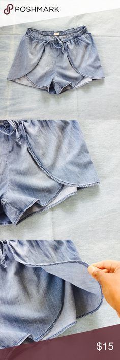 Hollister Flowy Shorts These shorts are perfect for the summer and match any outfit. They are in great condition. Hollister Shorts Jean Shorts