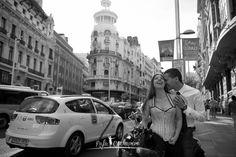 Preboda en Madrid, Fotos en Gran Vía, Preboda cañera, Fotografía emocional de bodas, Fotoperiodismo de bodas, www.rafacucharero.es, Wedding, Wedding Photographe