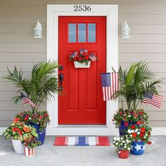 How to Decor Front Door With DIY Decoration Rustic doors are a few of the greatest types if you wish to feel the feel of a traditional farmhouse. Diy Halloween Door Decorations, Welcome Home Decorations, Bedroom Door Decorations, Indoor Christmas Decorations, Summer Porch Decor, Traditional Doors, Rustic Doors, Diy Door, Porch Decorating