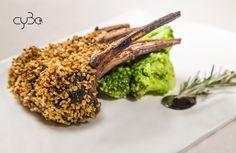 Agnello in crosta di nocciole. Un'ottima scelta per un secondo sostanzioso e molto saporito ;) #Buonpranzo! 🇬🇧 Hazelnut crusted Lamb. A great choice for a substantial and very tasty dish.  #Goodlunch!  #cyboroma