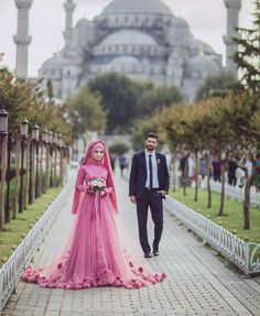 Awesome Amazing 2018 Pink Dubai Muslim Bridal Gown With Hijab Flowers With Hijab Wedding Dress 2018 Bridal Hijab, Hijab Bride, Bridal Gowns, Wedding Gowns, Hijabi Wedding, Muslim Wedding Dresses, Muslim Brides, Turkish Wedding Dress, Cute Muslim Couples