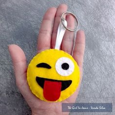 Felt Keychain, Paracord Keychain, Felt Diy, Felt Crafts, Diy Crafts, Hobbies And Crafts, Crafts For Kids, Sewing Crafts, Sewing Projects