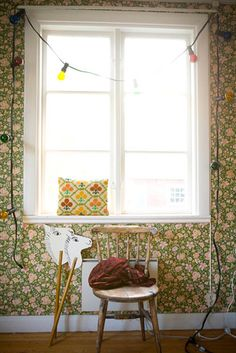 colourful lamps and floral wallpaper #interiors