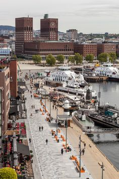 OSLO,Norway The Waterfront Promenade at Aker Brygge Photo-Tomasz-Majewski Contemporary Landscape, Urban Landscape, Landscape Design, Places To Travel, Places To See, Norway In A Nutshell, Norway Oslo, Parcs, Monuments
