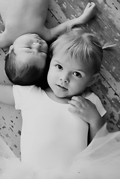 I can't wait to do this sibling photo! Want to do this but with them looking at each other.