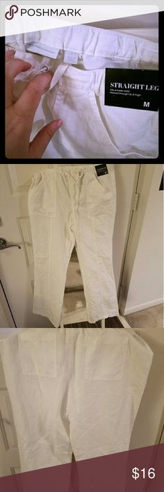 New York & Company Straight Leg Linen Pants Never worn straight leg white linen pants. They don't have much give so they're true to size but a posher who is a small large could definitely be comfortable in them. They're beautiful but are a little too tight for me right now. New York & Company Pants Straight Leg
