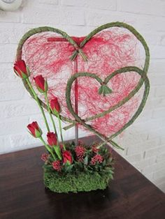 Valentine hearts of Steel Grass wrapped in florist wire, arrangement of red roses Valentine Flower Arrangements, Valentines Flowers, Floral Arrangements, Valentine Hearts, Deco Floral, Arte Floral, Floral Design, New Years Decorations, Flower Decorations