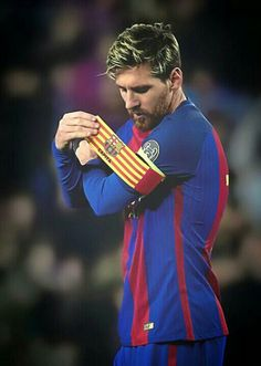 Lionel Messi of FC Barcelona adjusts the captains armband during the UEFA Champions League Group C match between FC Barcelona and VfL Borussia Moenchengladbach at Camp Nou on December 2016 in Barcelona. Fc Barcelona, Lionel Messi Barcelona, Barcelona Futbol Club, Barcelona Soccer, Messi Vs, Messi And Ronaldo, Ronaldo Real, Football Tournament, Sport Football