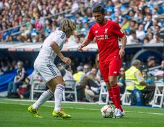 Harry Kewell in action for Liverpool FC Legends against Real Madrid Leyendas Soccer Pics, Soccer Pictures, Liverpool Legends, Liverpool Fc, Old Boys, Real Madrid, Fans, Action, Football