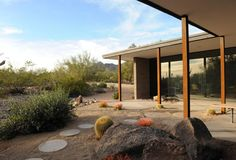 We still can't get over this Modern Mid-Century Luxury Desert Home Alfred Newman, Paradise Valley Arizona, Desert Homes, Midcentury Modern, New Homes, Mid Century, Real Estate, Luxury, House