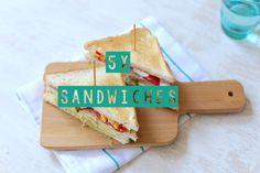 Heb je inspiratie nodig om eens lekker uit te pakken tijdens de lunch? Wij hebben 5 toppers onder elkaar gezet. Hier zit vast wel een sandwich tussen die je lekker vindt! En als je niet kunt kiezen, dan maak je ze toch allemaal? 5 werkdagen, 5 sandwiches, perfect toch! 1. Sandwich met kip en bacon...Lees Meer »