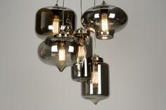 hanglamp 71628: Sfeervol en uniek in zijn soort! Deze hanglamp heeft vijf lichtpunten. Elk lichtpunt hangt in een eigen glas. Elk glas is anders van vorm en afmeting en kan naar eigen creativiteit geplaatst worden. De glazen zijn donker van kleur en hebben een spiegelend oppervlak.