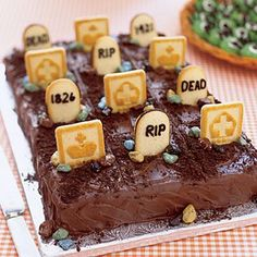 """Graveyard Cake Halloween desserts call for a little fun in the kitchen. Black icing transforms store-bought cookies into pint-sized headstones. Make each """"gravesite"""" the serving size you want to ensure easy slicing. Halloween Desserts, Halloween Dessert Table, Bolo Halloween, Pasteles Halloween, Recetas Halloween, Halloween Graveyard, Halloween Cakes, Halloween Treats, Halloween Decorations"""