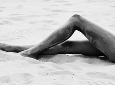 Shared by i n n o c e n c e; Find images and videos about summer, black and white and beach on We Heart It - the app to get lost in what you love. We Heart It, Indie, Black And White Beach, Leg Pictures, Amazing Pictures, No Bad Days, Summer Memories, Quiet Moments, Beach Photography