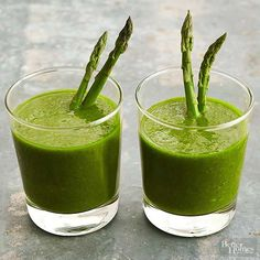 Healthy Smoothies green smoothie with asparagus? Green grapes and ripe kiwi are the perfect foil to the earthy tones of woody asparagus. Throw in a handful of nutrient-rich spinach, and you've got one healthy smoothie powerhouse. Vegetable Smoothie Recipes, Easy Vegetable Recipes, Vegetable Smoothies, Healthy Green Smoothies, Green Smoothie Recipes, Juice Smoothie, Fruit Smoothies, Healthy Drinks, Healthy Fruits