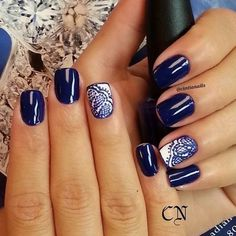 Immagine tramite We Heart It #beauty #blue #darkblue #dot #dots #holiday #holidays #lace #manicure #nail #nailart #nails #strip #stripes #summer