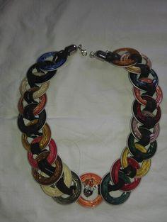 from ness espresso capsules Diy Cadeau, Recycled Jewelry, Coffee Pods, Homemade Jewelry, Jewelry Art, Jewelery, Creations, Jewelry Making, Handmade Gifts