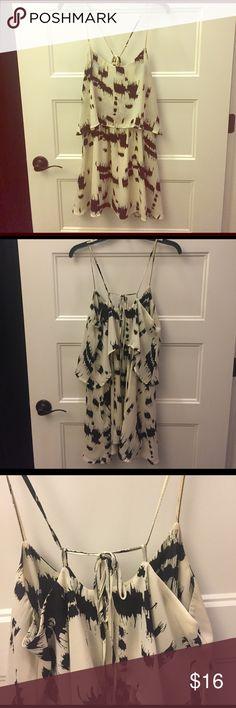 Sundress Very flattering. Elastic waist with flutter overlay. Adjustable tie straps. Dresses