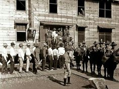 Drafted men reporting for service at Camp Travis in San Antonio, What I love about this is that it shows the men lining up to go in as civilians and then coming out of the building as soldiers. History Images, Art History, World War One, First World, Texas History, Life Is Like, Military History, Vintage Images, San Antonio