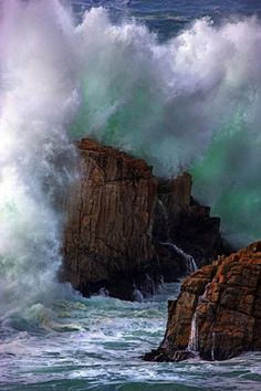 ✮ Wild surf, waves, rocks, photography