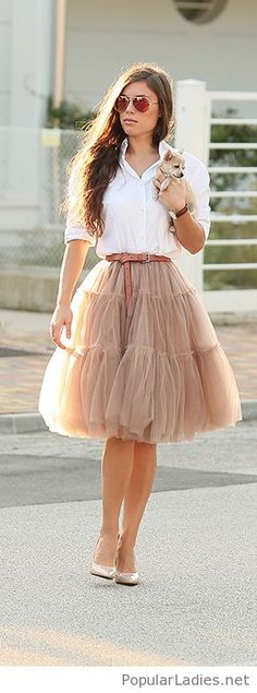 nude-tulle-skirt-with-a-belt-white-shirt-and-gold-high-heels
