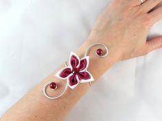 """""""Vic""""- Bracelet fleur blanc et bordeaux mariage : Bracelet par creation-ninie"""
