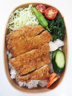 posted by @teruteru0526 お昼~ ヽ(・8・)ノ フライヤーでガッツリ豚カツ いも床で即席野菜漬け 人参の葉天ぷら ベランダ産プチトマト Ver.2 2015.0629 Lunch #bento #obento #obentoart