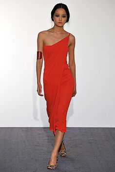 Halston Spring 2009 Ready-to-Wear Fashion Show - Hyoni Kang Runway Fashion, Spring Fashion, Women's Fashion, Dress Outfits, Dress Up, Little Red Dress, Fashion Show Collection, Contemporary Fashion, Simple Dresses