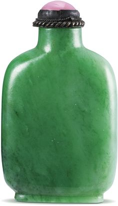 AN EXCEPTIONAL JADEITE SNUFF BOTTLE QING DYNASTY, 18TH / 19TH CENTURY of flattened rectangular form, the stone of a brilliant apple-green colour