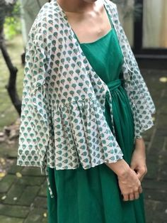 차이킴tchaikim daily look How To Make Clothes, Abaya Fashion, Daily Look, Mode Inspiration, Simple Dresses, Designer Dresses, Kimono Top, Womens Fashion, Fashion Trends