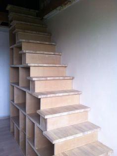 Escalier-bibliothèque par DehutMenuiserie - Escalier réalisé avec ces caissons en MDF et marches en chêne lamellé collé.