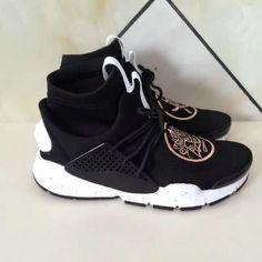 online retailer b6943 717b6 Chaussures pas cher course The Shoe Surgeon x Nike Sock Dart MID Black Gold  819686 002