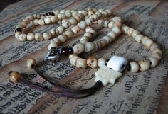 We design buddhist malas with the local tibetan belief. Many old malas were collected from the local temple and local tibetan prayers. The malas from Buddhist-Malas.com are not only a tool for praying, but also a beautiful artwork.