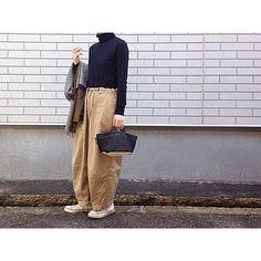 Today's style color: navybeigeblackivory ウールタートルニットに ヒザデルパンツ マルチカラーのJIVAの 大判ストールを 軽い羽織り代わりに #uniqlo #needles #ニードルス #nepenthes #ネペンテス #ヒザデルパンツ #hervechapelier #エルベシャプリエ #converse90s #converseusa #今日の服 #寒くなってきた #冷えとり靴下準備 by ______y.k_