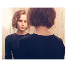 Emma Watson Has a New Short Haircut – See Her Bob! Emma Watson is ending the year with some new hair! The British actress unveiled a short bob haircut while at an event for 'The True Cost' movie. No stranger to cropped locks, previously, Emma rocked Short Hairstyles 2015, New Short Haircuts, Short Haircut Styles, Short Hair Cuts, Cool Hairstyles, Casual Hairstyles, Pixie Haircuts, Medium Hairstyles, Layered Haircuts